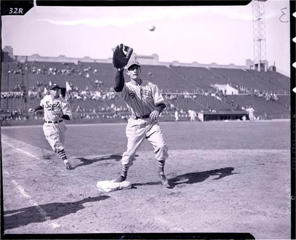 Baseball Photographs - June 2008 Internet Auction