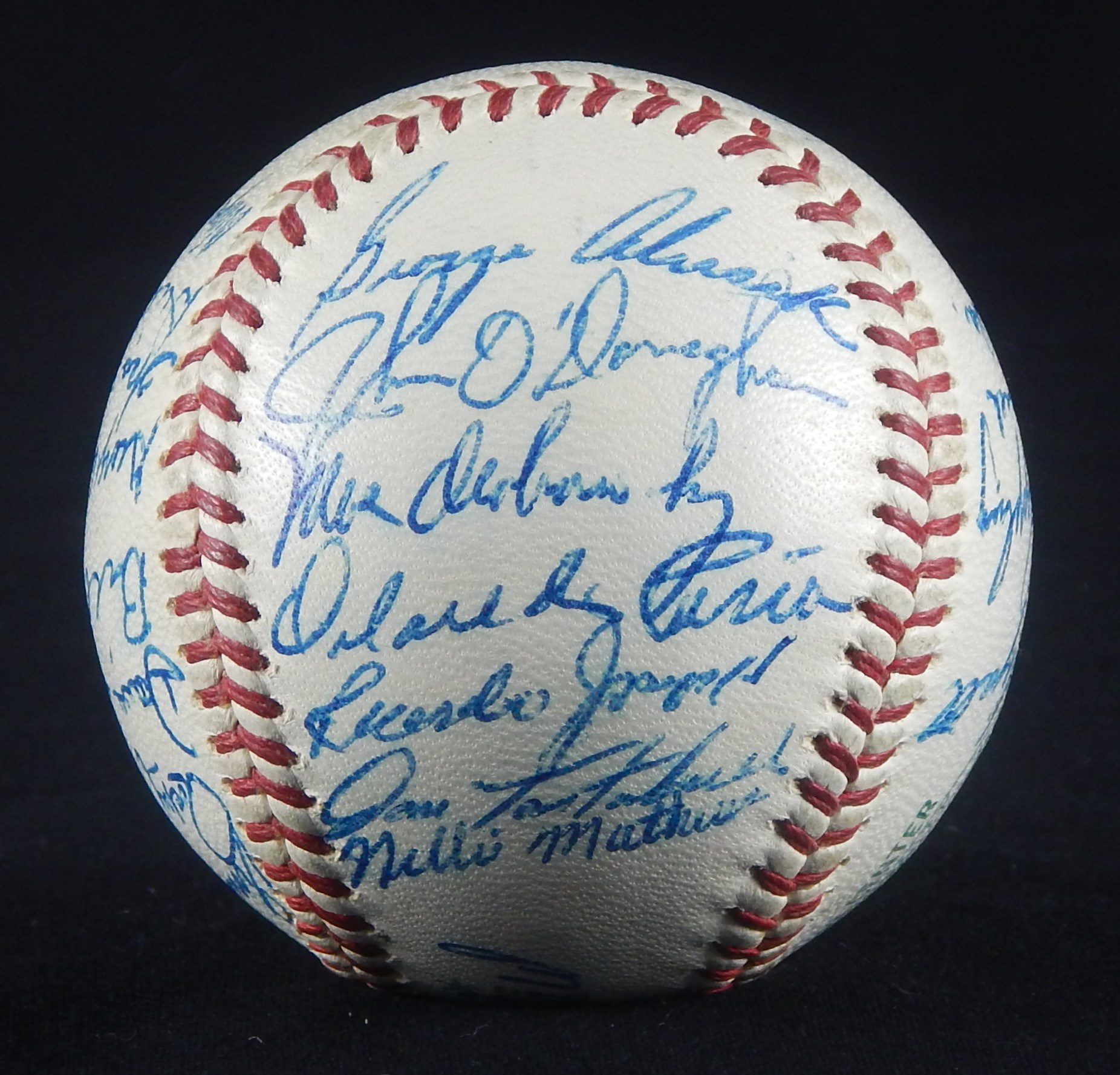 Autographs Baseball - Monthly 02-18